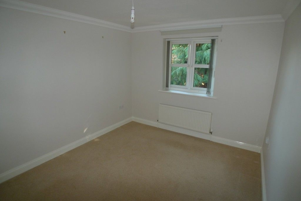 2 bed flat to rent in Parkhill Road, Bexley, DA5 11