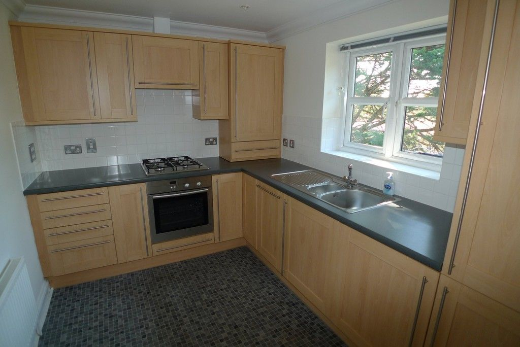 2 bed flat to rent in Parkhill Road, Bexley, DA5 3