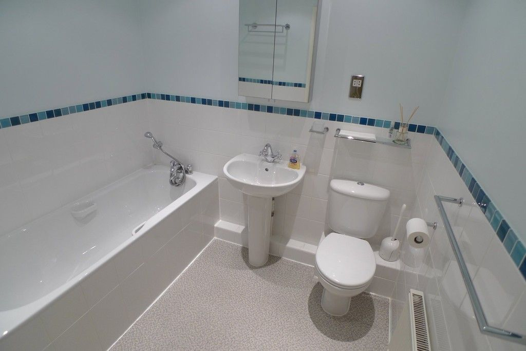 2 bed flat to rent in Parkhill Road, Bexley, DA5 4