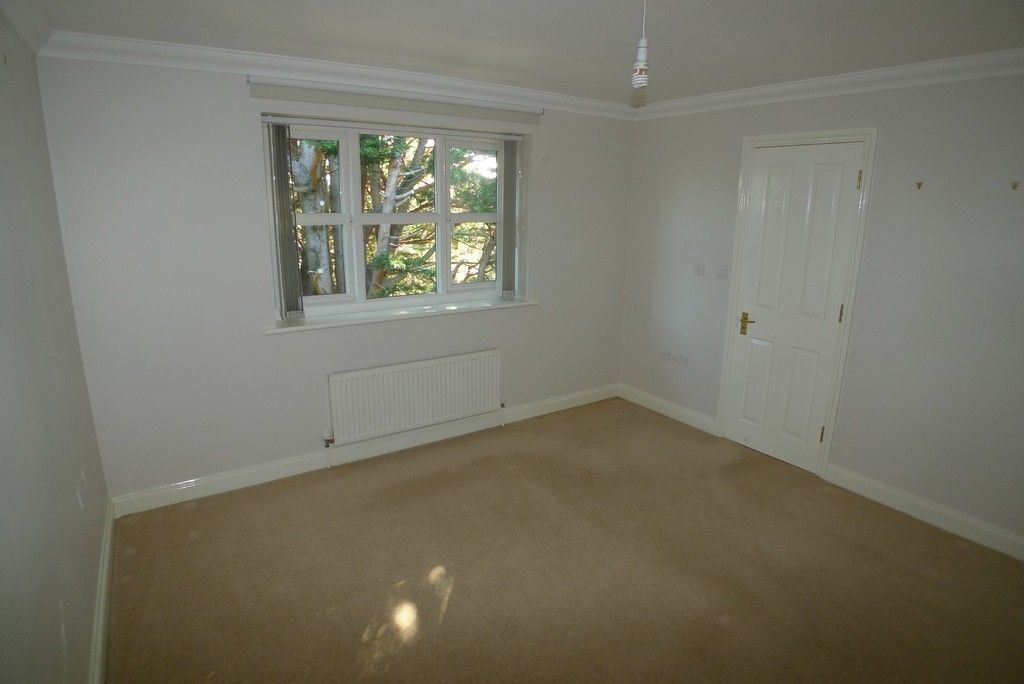 2 bed flat to rent in Parkhill Road, Bexley, DA5 5