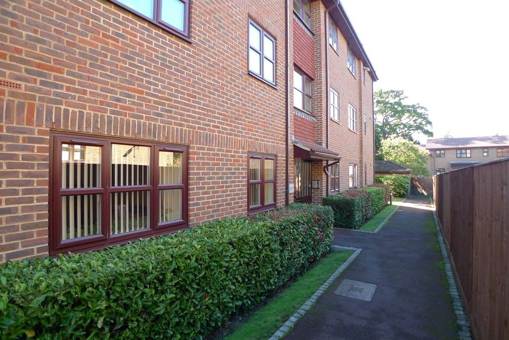2 bed flat to rent in Parkhill Road, Bexley, DA5 7