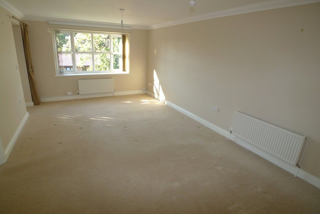 2 bed flat to rent in Parkhill Road, Bexley, DA5 8
