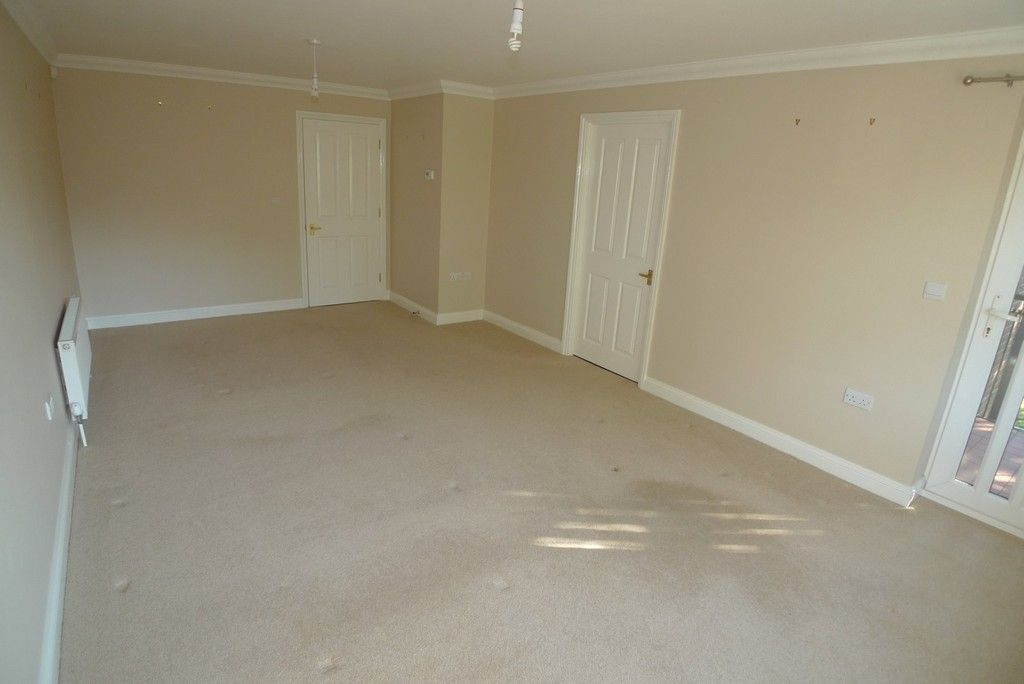 2 bed flat to rent in Parkhill Road, Bexley, DA5 9