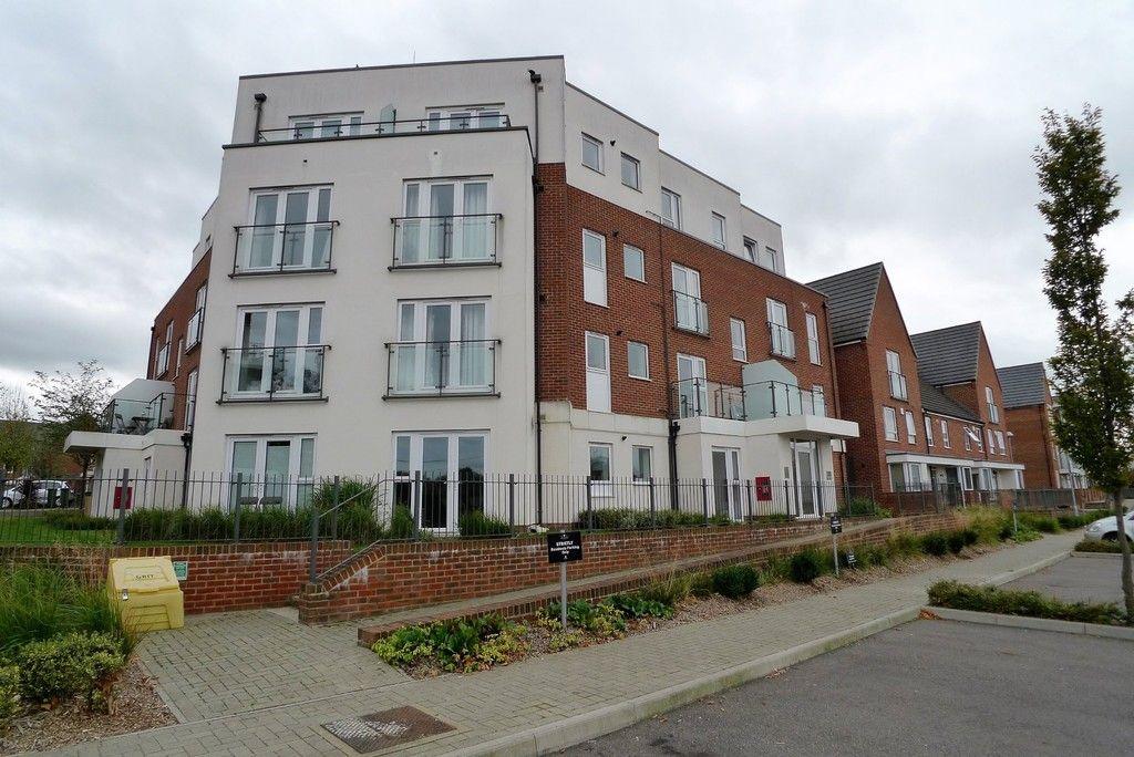 2 bed flat to rent in Samas Way, Crayford, DA1  - Property Image 1