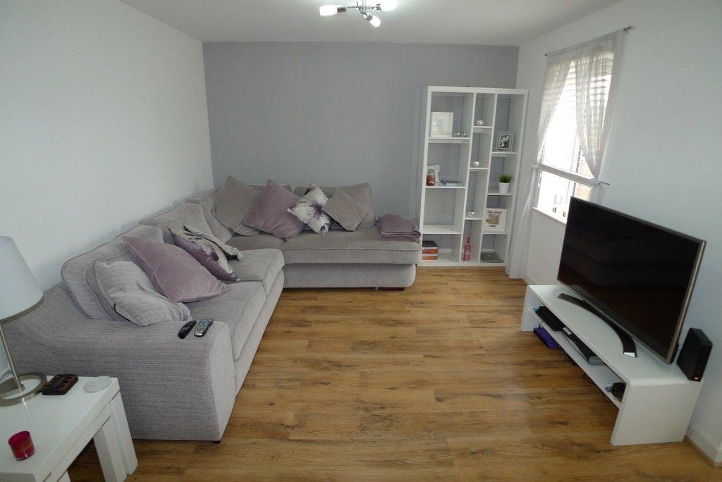 2 bed flat to rent in Samas Way, Crayford, DA1 3