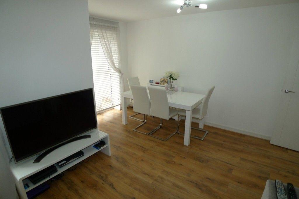 2 bed flat to rent in Samas Way, Crayford, DA1 7