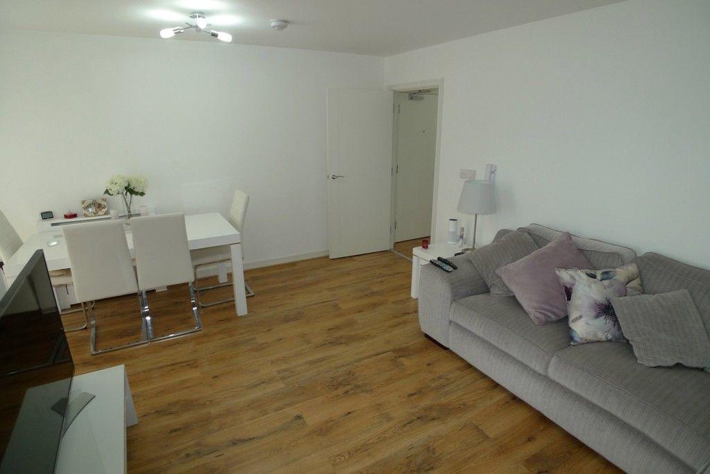 2 bed flat to rent in Samas Way, Crayford, DA1 8