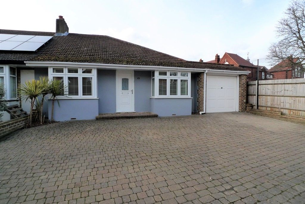 3 bed bungalow to rent in Burnt Oak Lane, Sidcup, DA15 - Property Image 1