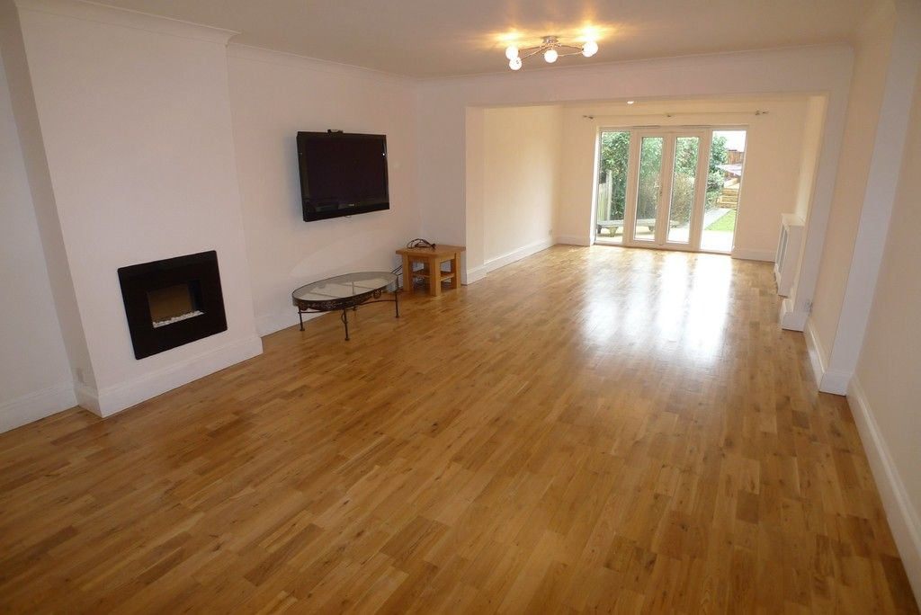3 bed bungalow to rent in Burnt Oak Lane, Sidcup, DA15 2