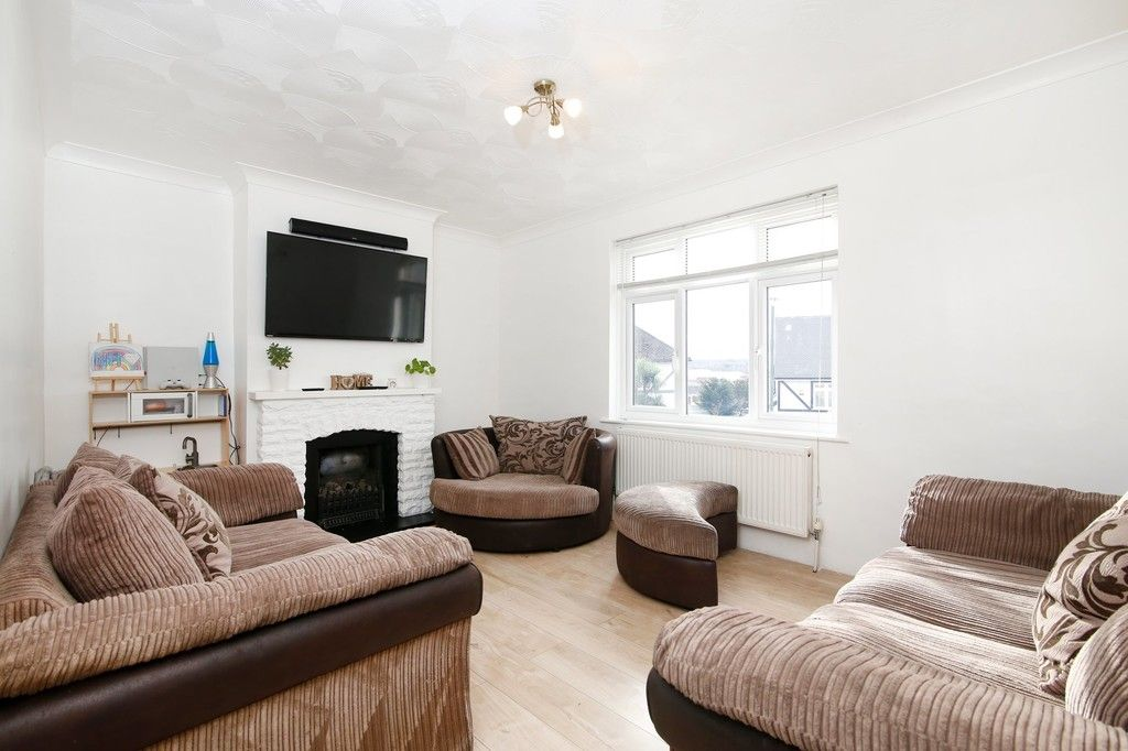3 bed house for sale in Mount Culver Avenue, Sidcup, DA14  - Property Image 2