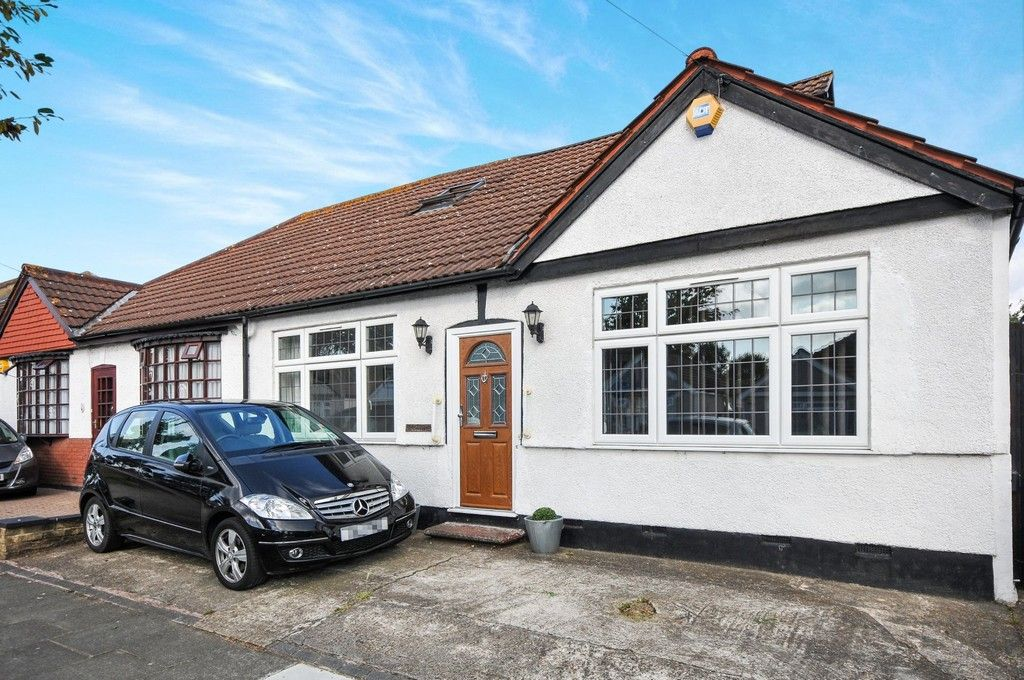 3 bed bungalow for sale in Woodlands Avenue, Sidcup, DA15  - Property Image 2