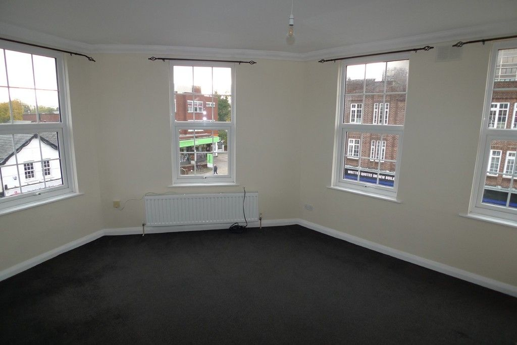 2 bed flat to rent in Station Road, Sidcup, DA15 2