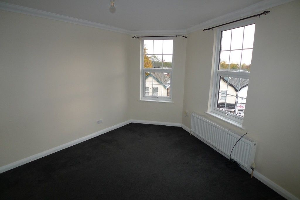 2 bed flat to rent in Station Road, Sidcup, DA15 3