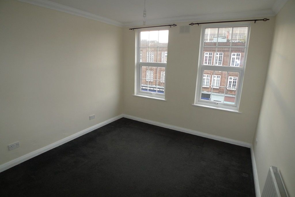 2 bed flat to rent in Station Road, Sidcup, DA15 4