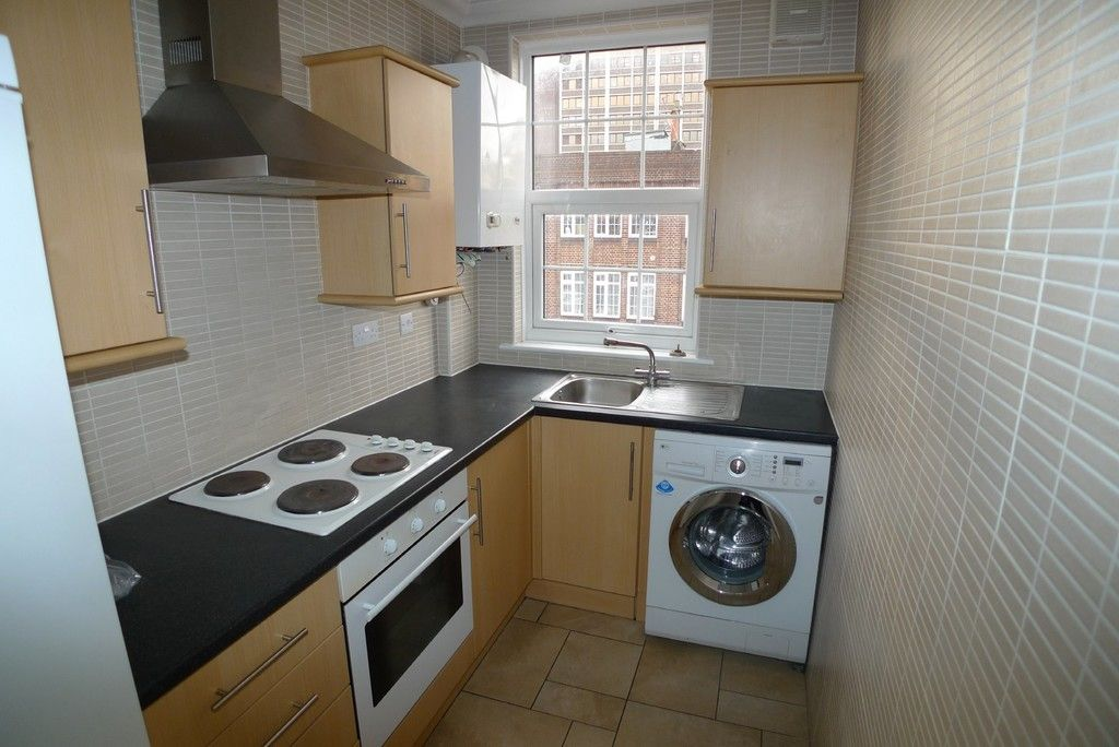 2 bed flat to rent in Station Road, Sidcup, DA15 5