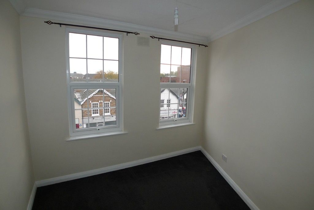 2 bed flat to rent in Station Road, Sidcup, DA15 6