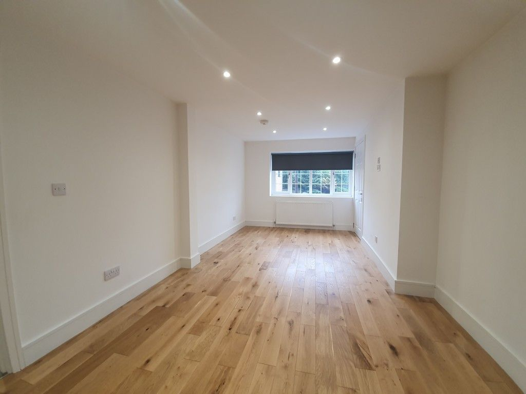 2 bed flat to rent in High Street, Orpington, BR6 2
