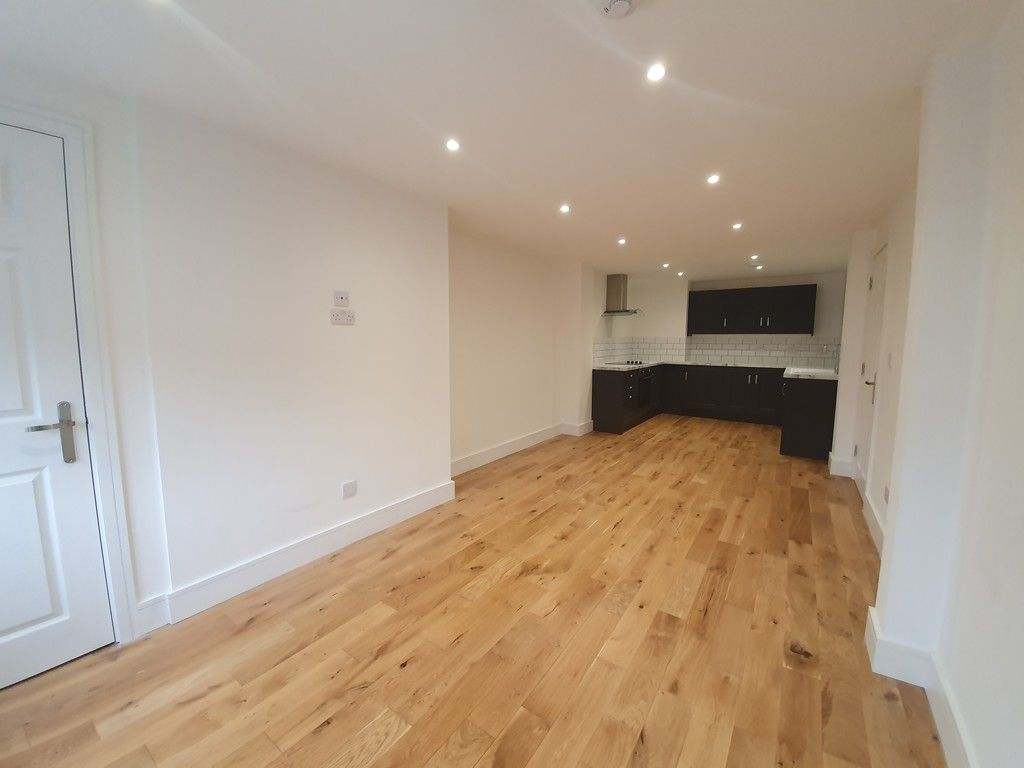 2 bed flat to rent in High Street, Orpington, BR6 4