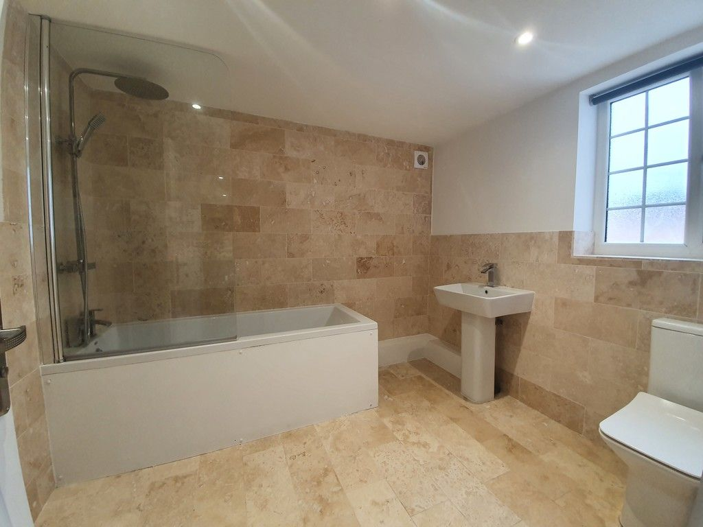 2 bed flat to rent in High Street, Orpington, BR6 6