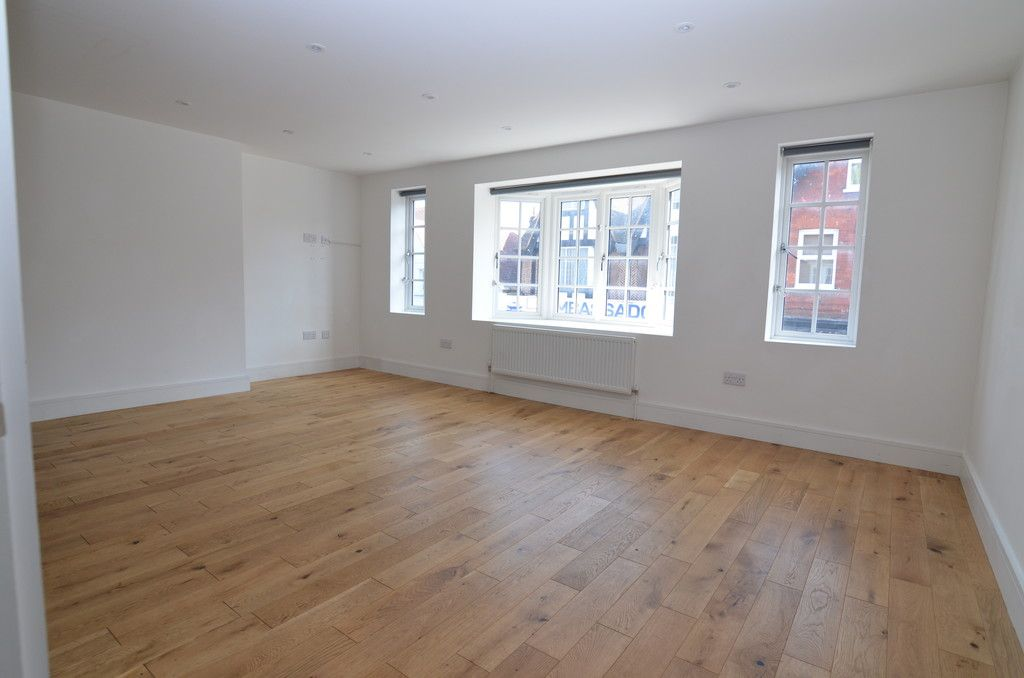 2 bed flat to rent in High Street, Orpington, BR6, BR6