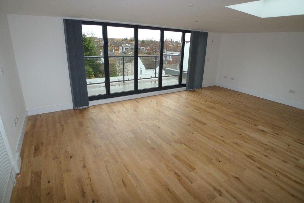 3 bed flat to rent in High Street, Orpington, BR6 1