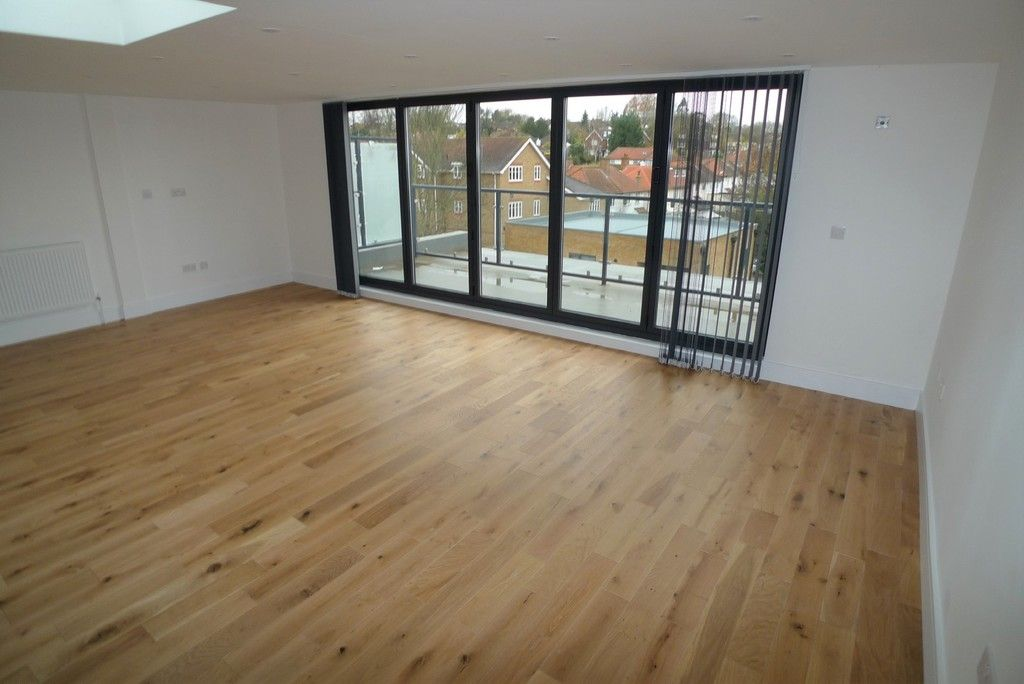3 bed flat to rent in High Street, Orpington, BR6 2