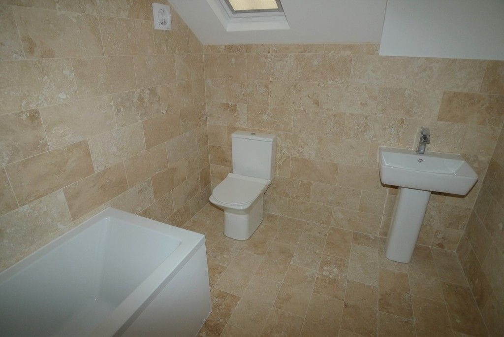 3 bed flat to rent in High Street, Orpington, BR6 11