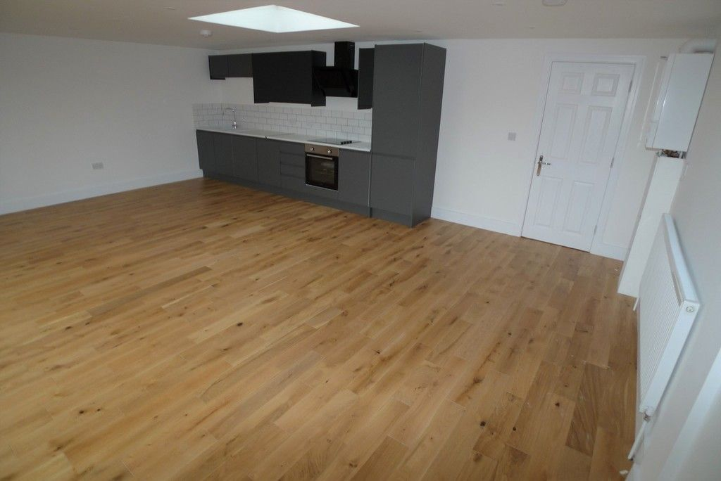 3 bed flat to rent in High Street, Orpington, BR6 4