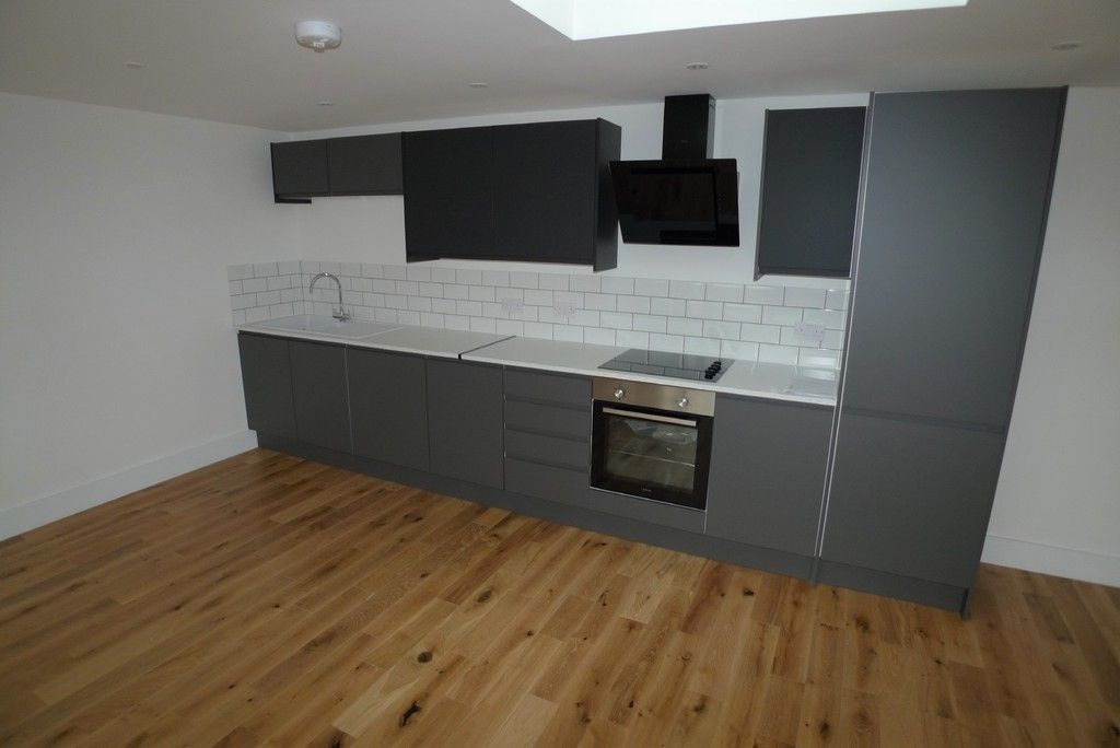 3 bed flat to rent in High Street, Orpington, BR6 5
