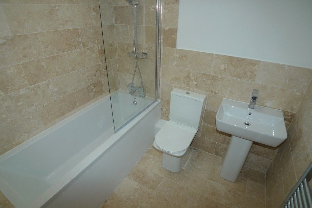 3 bed flat to rent in High Street, Orpington, BR6 6