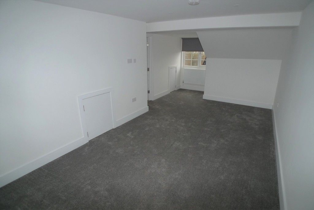 3 bed flat to rent in High Street, Orpington, BR6 7