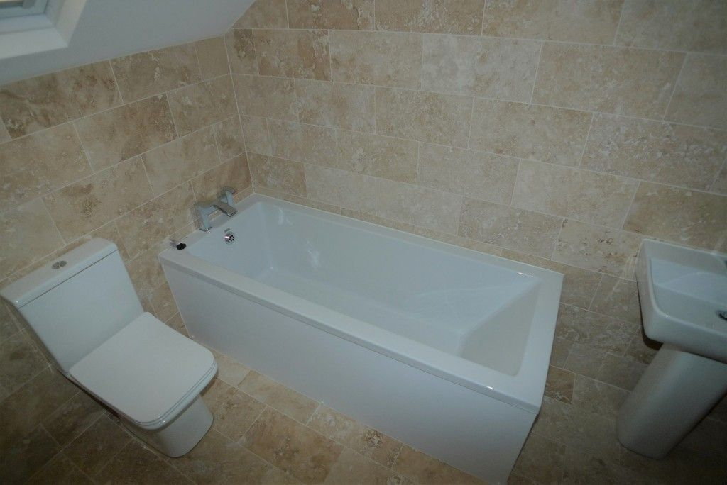 3 bed flat to rent in High Street, Orpington, BR6 9