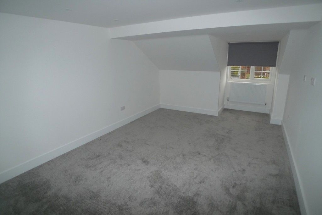 3 bed flat to rent in High Street, Orpington, BR6 10