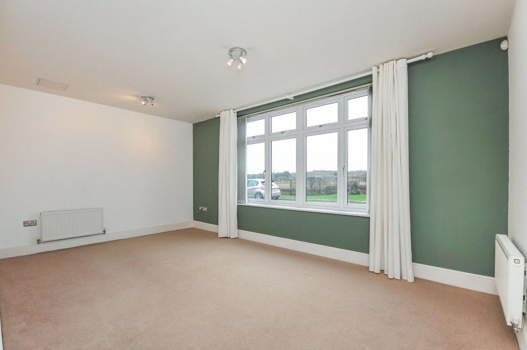 2 bed flat for sale in Wansunt Road, Bexley, DA5  - Property Image 2
