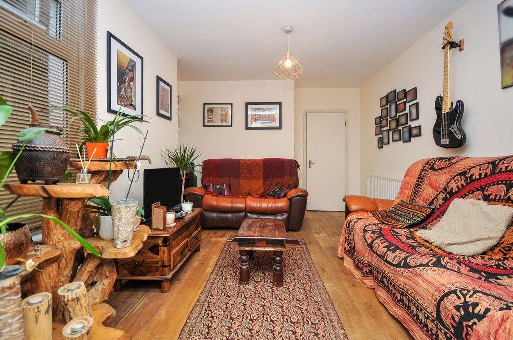 2 bed flat for sale in Blanmerle Road, Eltham, SE9  - Property Image 2