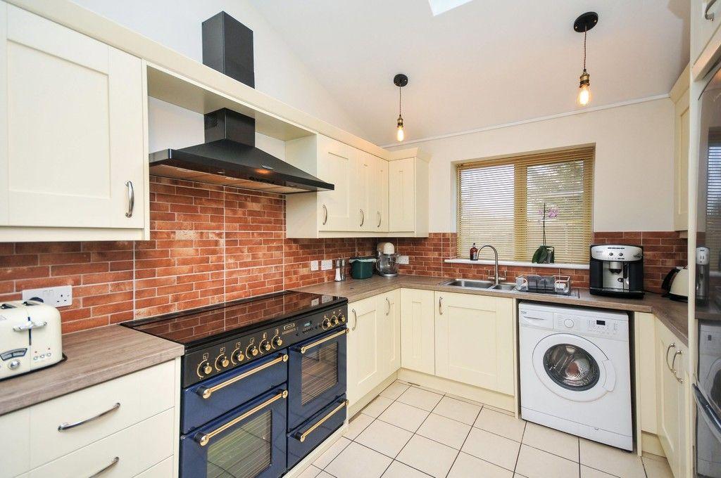 2 bed flat for sale in Blanmerle Road, Eltham, SE9  - Property Image 3