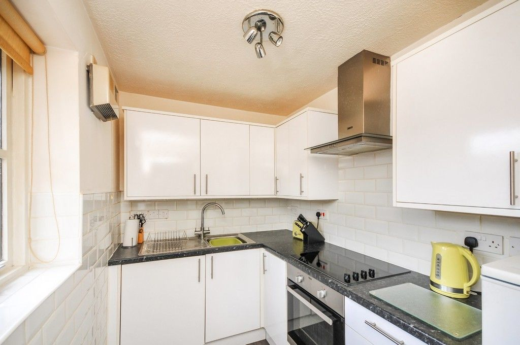 2 bed flat for sale in Hatherley Crescent, Sidcup, DA14  - Property Image 3