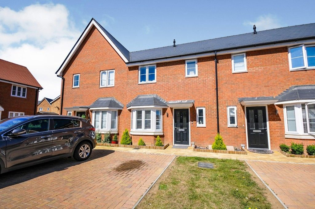 3 bed house for sale in Sun Marsh Way, Gravesend, DA12 - Property Image 1
