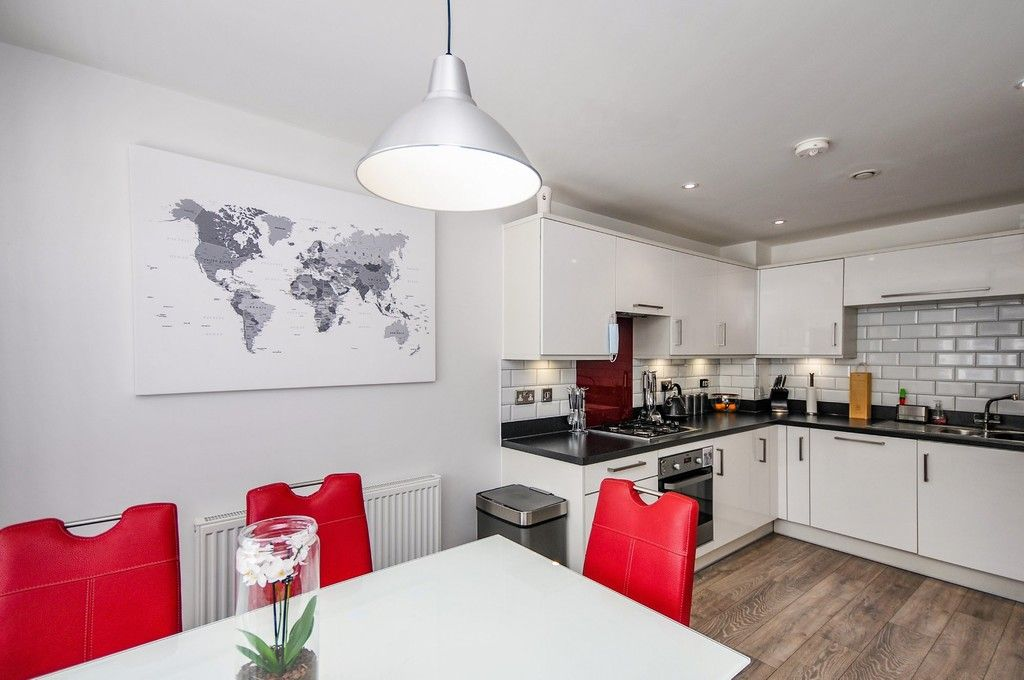 3 bed house for sale in Sun Marsh Way, Gravesend, DA12  - Property Image 3