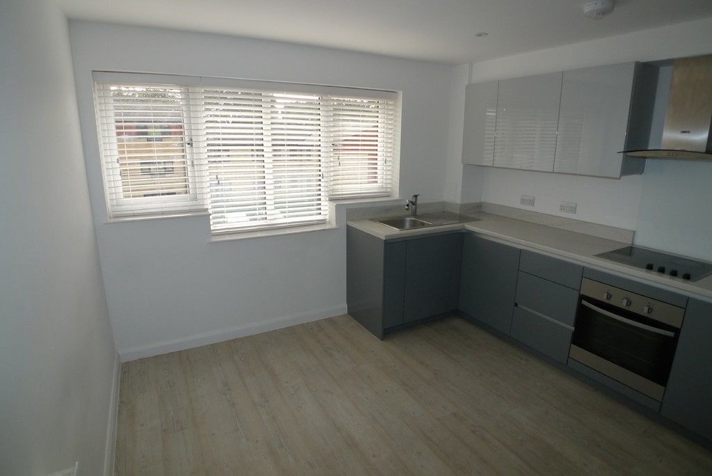 3 bed flat to rent in Frognal Place, Sidcup, DA14 3