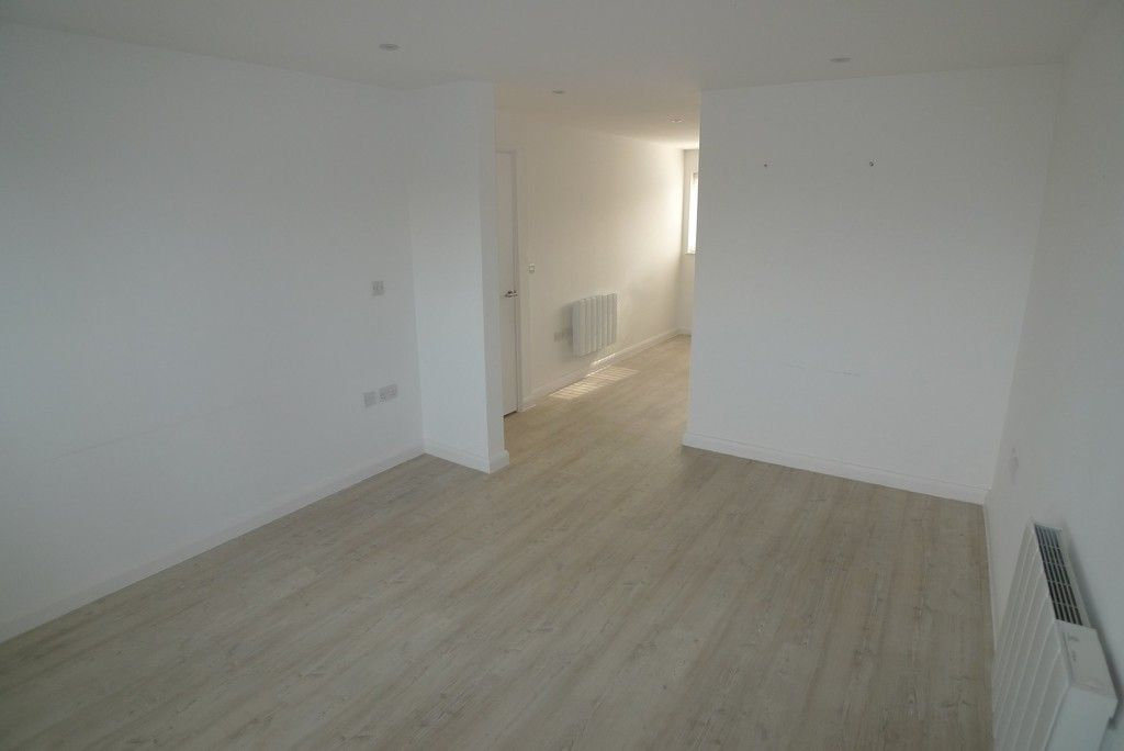 3 bed flat to rent in Frognal Place, Sidcup, DA14 7