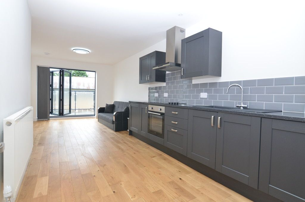 2 bed flat to rent in Station Road, Sidcup, DA15 , DA15