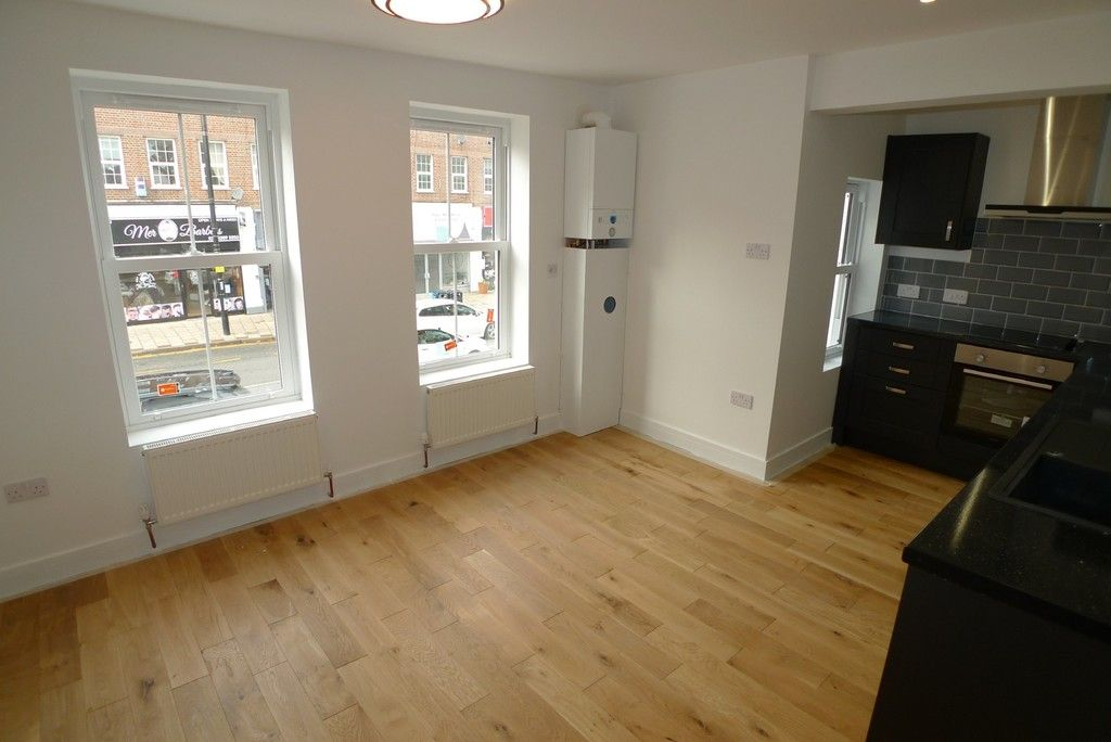 2 bed flat to rent in Station Road, Sidcup, DA15 1