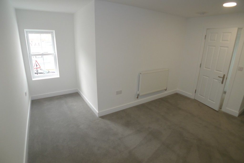 2 bed flat to rent in Station Road, Sidcup, DA15 7