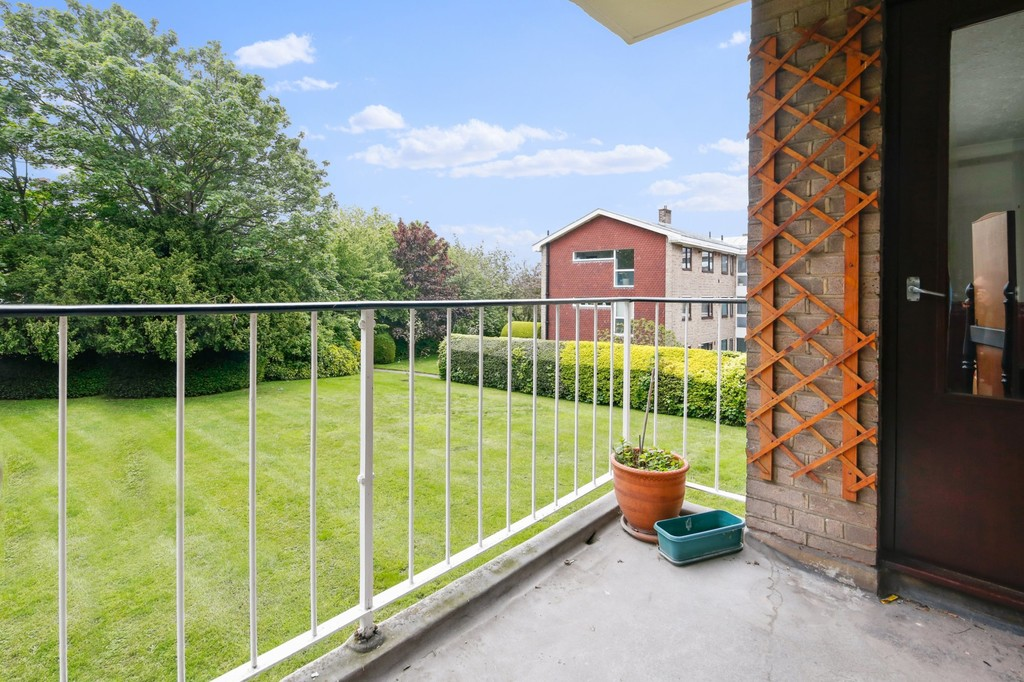 2 bed flat for sale in Footscray Road, Eltham, SE9  - Property Image 3