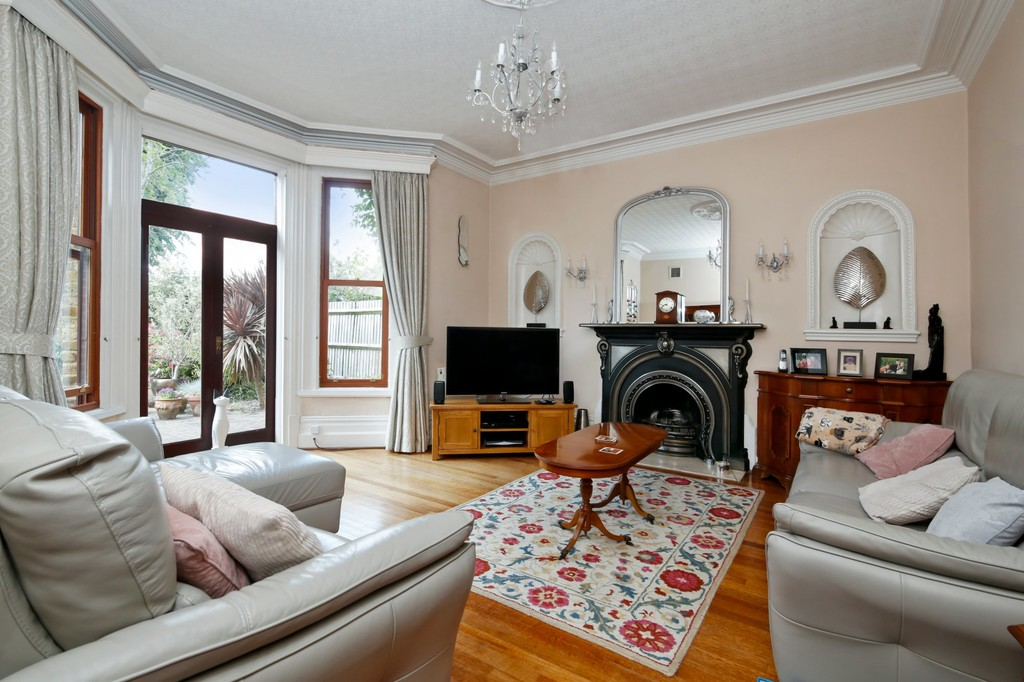 7 bed house for sale in Highview Road, Sidcup, DA14  - Property Image 2