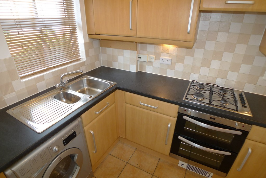 2 bed house to rent in Sparkes Close, Bromley, BR2  - Property Image 5