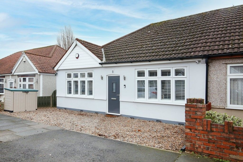 3 bed bungalow for sale in Woodlands Avenue, Sidcup, DA15  - Property Image 1