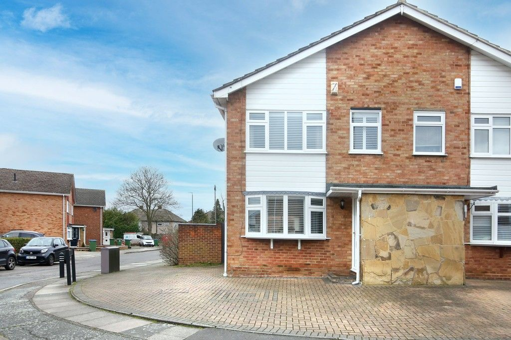 3 bed house for sale in Mark Close, Bexleyheath, DA7  - Property Image 1