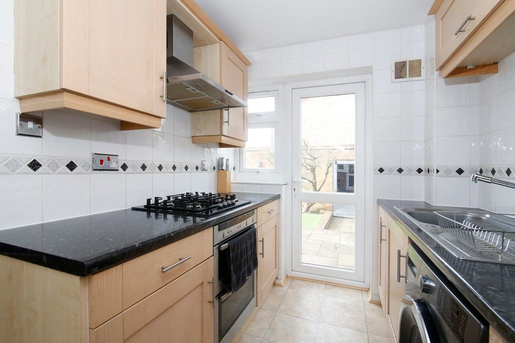 3 bed house for sale in Mark Close, Bexleyheath, DA7  - Property Image 3